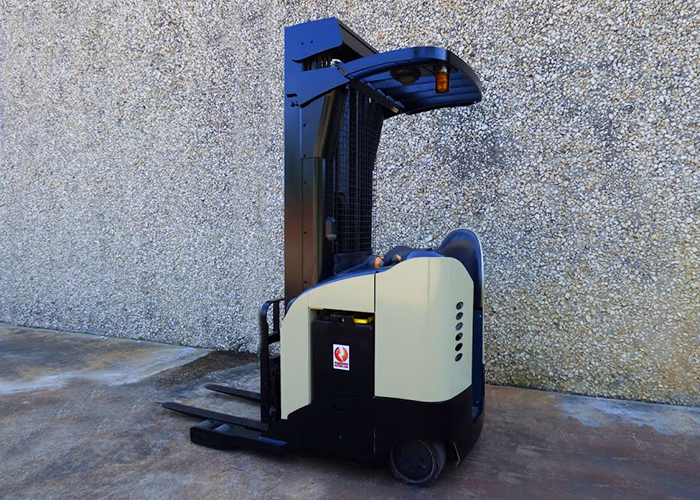 FL115 - Crown RR5225-35 Reach Truck