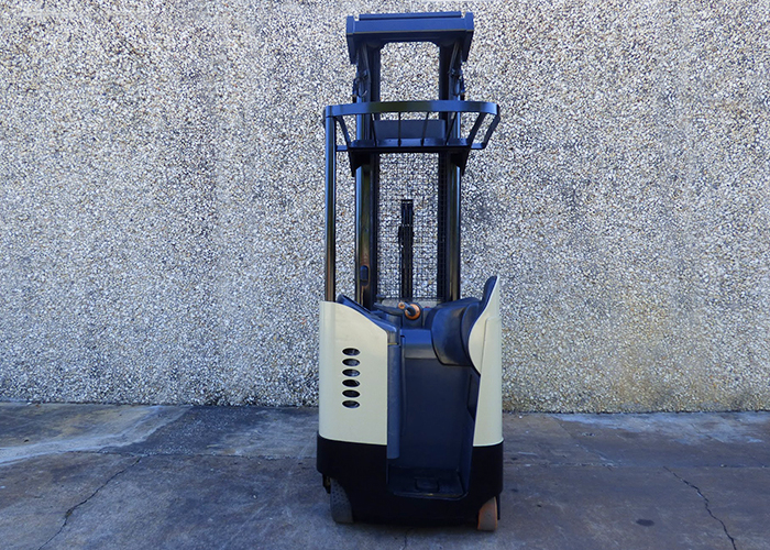 FL1217 - Crown RR5220-45 Reach Truck