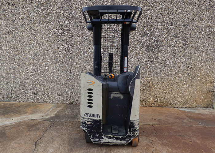 FL1699 - Crown RR5220-35 Reach Truck